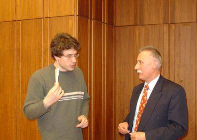 Konferencia a Professzorok Házában - előadók egymás között