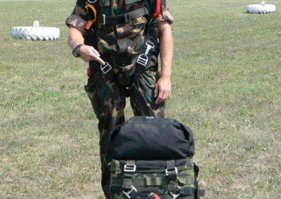 PPSO CZ-330 taktikai tandem ejtőernyő rendszer felszereléssel - felszállás előtt